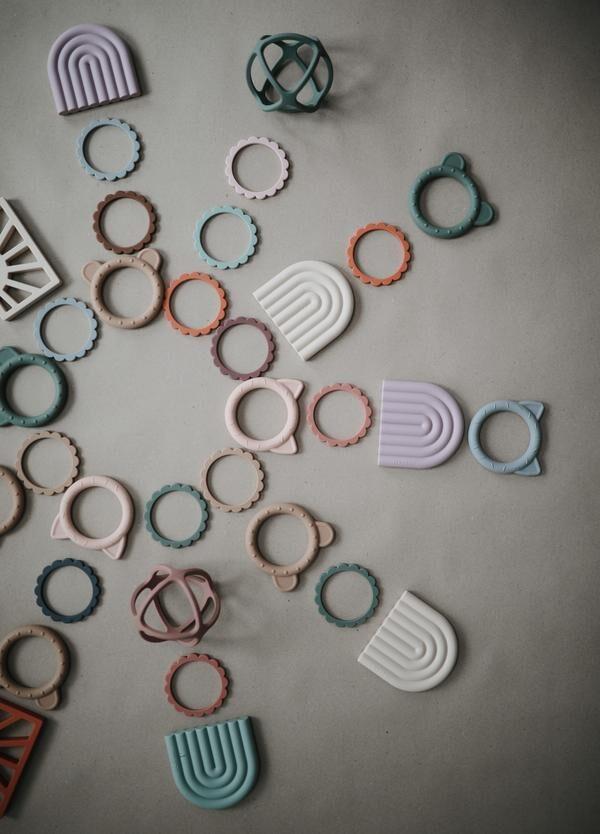 Mushie - silikona graužamās rokassprādzes / Steel/Dove Gray/Stone