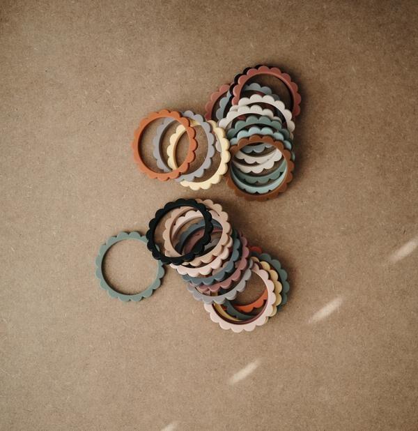 Mushie - silikona graužamās rokassprādzes / Sunshine/Dried Thyme/Clay