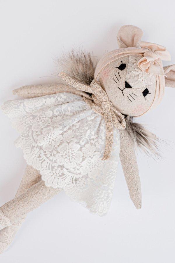 WONDERFOREST - Lina pele ar mežģīņu kleitu