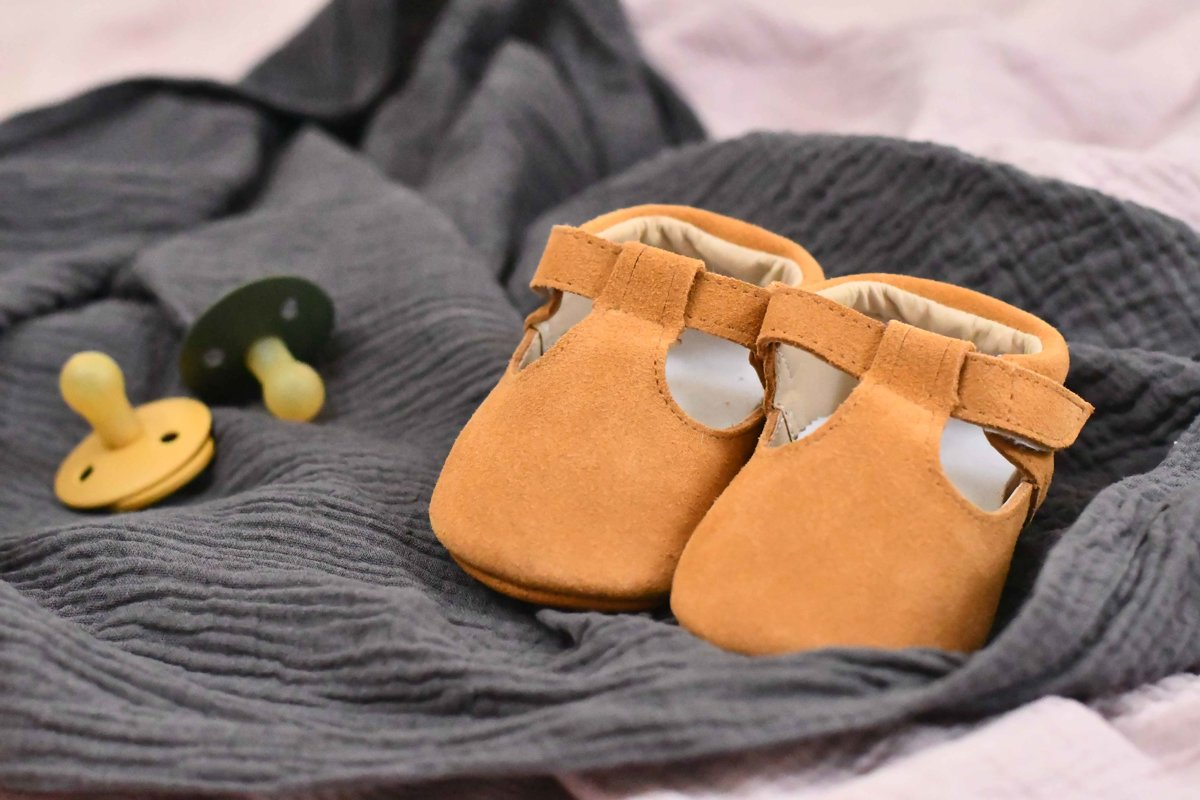 Zamšādas sandalītes - brūnā krāsā
