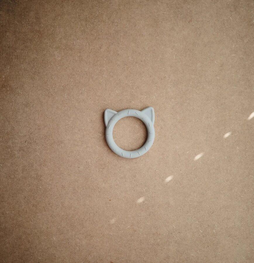 Mushie - Silikona graužamriņķis Kaķis (Stone)