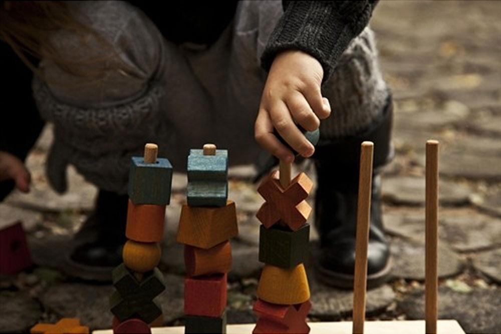 Wooden story krāsaina 5 posmu piramīda